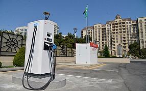 Компания «Azpetrol», владеющая широкой сетью автозаправочных станций в нашей Республике, также лидирует в области зарядки электромобилей.